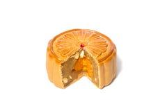 Mooncake della fetta di festival di Mezzo autunno isolato su bianco Fotografia Stock Libera da Diritti