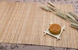 Mooncake, dessert di festival di Midautumn di cinese con copyspace immagini stock libere da diritti