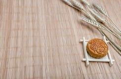 Mooncake, dessert di festival di Midautumn di cinese con copyspace immagini stock