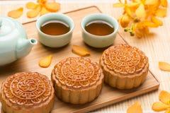 Mooncake e chá Fotografia de Stock