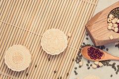 Mooncake en thee, het Chinese medio voedsel van het de herfstfestival Hoekmening van hierboven Royalty-vrije Stock Foto's