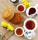 Mooncake et thé Photos libres de droits