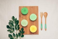 Mooncake et thé, mi nourriture chinoise de festival d'automne Vue d'angle d'en haut Photographie stock libre de droits