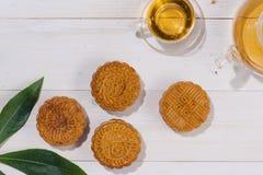 Mooncake i herbata, Chiński w połowie jesień festiwalu jedzenie Kąta widok f obraz stock