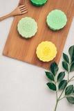 Mooncake y té, mediados de comida china del festival del otoño Opinión de ángulo desde arriba imágenes de archivo libres de regalías