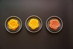 Mooncakes chinois colorés images libres de droits