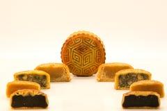 Mooncakes cinesi aperti tagliando Immagine Stock Libera da Diritti