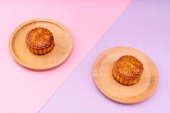 Mooncakes com um rosa e fotos de stock royalty free