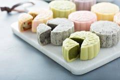 Mooncakes doux et savoureux de peau de neige de chinois traditionnel photographie stock libre de droits