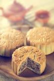Mooncakes i tonad tappning Arkivfoto