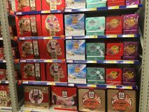 Mooncakeskästen im Supermarkt in China Stockfoto