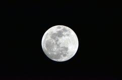 Moonen… i en molnig natt Royaltyfria Foton