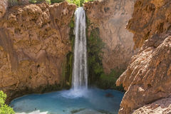 Mooney Falls and Travertine Cliffs Royalty Free Stock Photos
