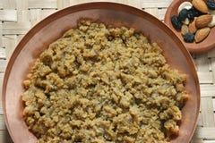 Moong Dal Halwa - en indisk söt maträtt royaltyfri foto