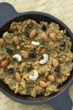 Moong Dal Halwa - un plat doux indien photographie stock libre de droits