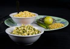 Moong (Mung) Dal oder grünes Gramm (spalten Sie) auf u. Chana Dal Lizenzfreie Stockfotos