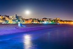 Moonrise över stranden i Santa Monica Royaltyfri Fotografi