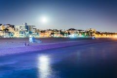 Moonrise över stranden i Santa Monica Royaltyfri Foto