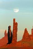 moonrise памятника Аризоны над долиной Стоковые Фото