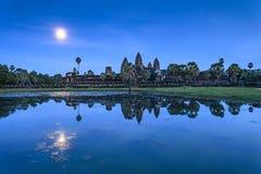 Moonrise bei Angkor Wat stockbild