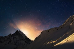 Moonrise in Himalayagebergte Royalty-vrije Stock Afbeeldingen