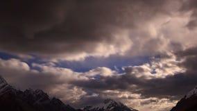 Moonrise im Berg Geschossen auf Kennzeichen II Canons 5D mit Hauptl Linsen 4K stock video