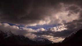 Moonrise im Berg Geschossen auf Kennzeichen II Canons 5D mit Hauptl Linsen 4K stock footage