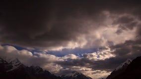 Moonrise im Berg. Zeitspanne stock video footage