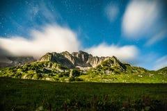 Moonrise in Kaukasisch nationaal park Royalty-vrije Stock Foto