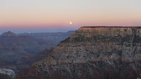 Moonrise nad spektakularnym Uroczystym jarem, Arizona, Stany Zjednoczone Ameryka zdjęcia stock