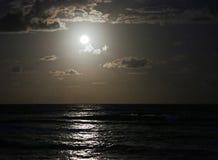 Moonrise op Caraïbische Zee Stock Foto's