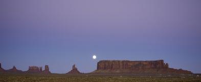Moonrise over zuidelijk Utah Stock Foto's