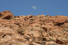 Moonrise sobre a garganta vermelha da rocha Imagens de Stock