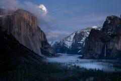 Moonrise sobre o EL Capitan fotos de stock