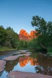 Moonrise sobre a reflexão da rocha da catedral Fotografia de Stock Royalty Free