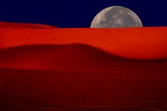 Moonrise sopra le dune immagini stock libere da diritti