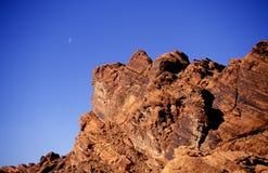 Moonrise sopra le rocce rosse Fotografia Stock Libera da Diritti