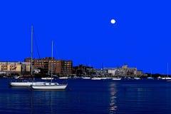 Moonrise und Boote in New- Yorkhafen Lizenzfreie Stockfotografie