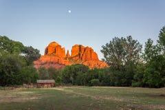 Moonrise van de kathedraalrots Stock Fotografie