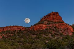 Moonrise van Sedona Rode Rotsen royalty-vrije stock foto