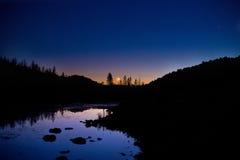 Moonset和金星 免版税库存照片