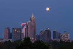 Moonset över Charlotte, NC Royaltyfri Foto