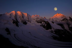 Moonset山 免版税库存图片