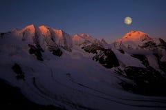 Moonset berg Royaltyfri Bild