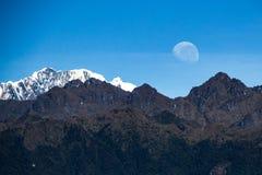 Moonset i Macchu Picchu Royaltyfria Bilder