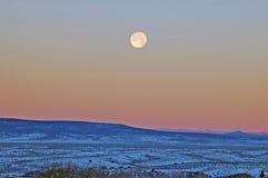 Moonset på en djupfryst morgon Arkivfoton