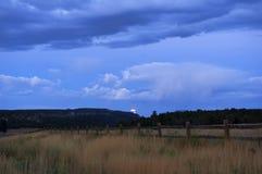 Moonset sopra il paesaggio dell'Utah Immagini Stock