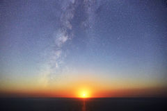 Moonset & Vintergatan Royaltyfria Foton
