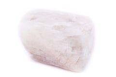 Moonstone de piedra mineral macro aislado en el fondo blanco Foto de archivo libre de regalías