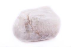 Moonstone de piedra mineral macro en el fondo blanco Fotos de archivo libres de regalías
